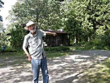 Pete Seeger outside his original home at Beacon, New York. Photo by Alan. 30 July 2010