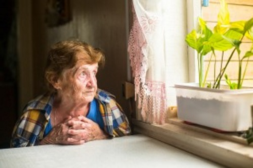 Lonely-old-woman-sitting-by-window500