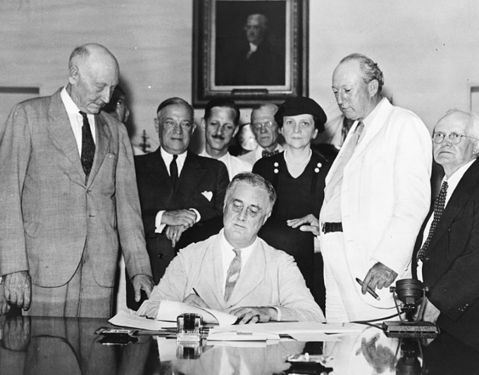 764px-Signing_Of_The_Social_Security_Act