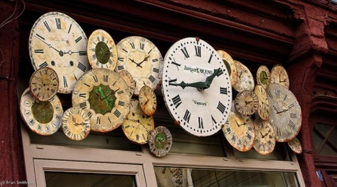 Daylight-Saving-Time-Clocks