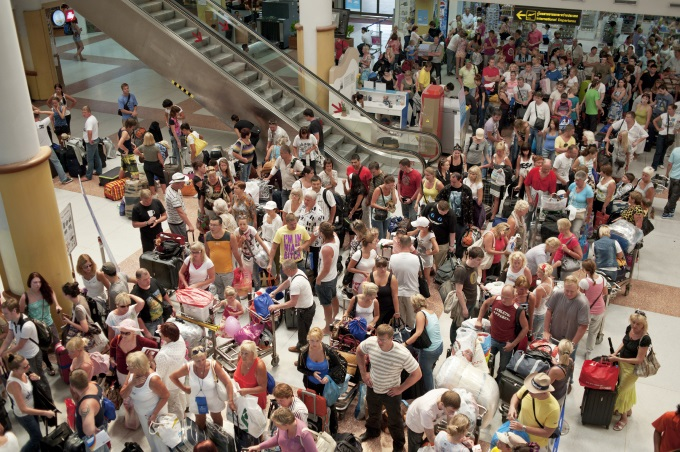 Crowded-terminal_Editorial