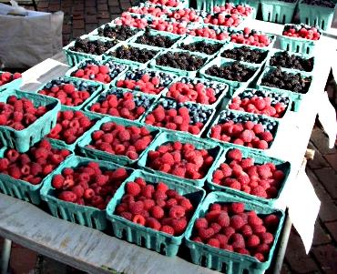 Raspberriesblackberries